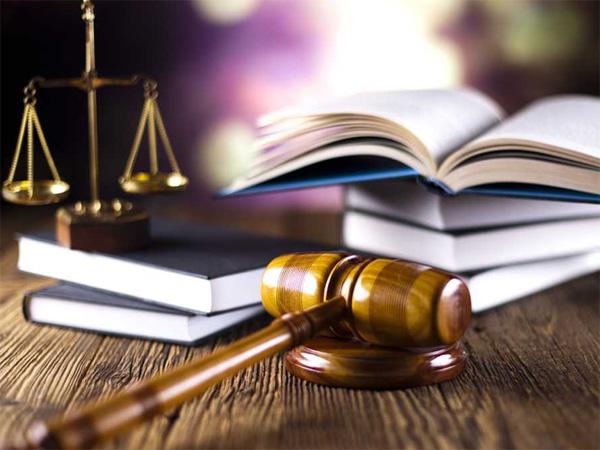 desktop_lawyer About Us - Studio legale e tributario, prestiamo assistenza e consulenza di alto livello
